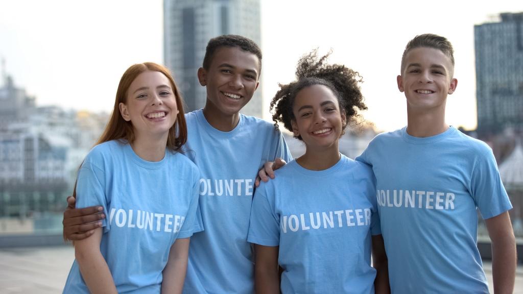 Photo of teens volunteering by Motortion